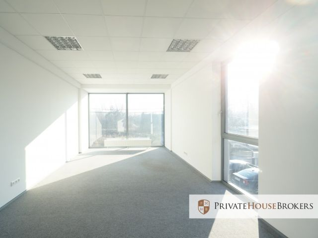 Office 320 m2, 6 rooms, modern design, functional layout. 7 parking spaces for free!