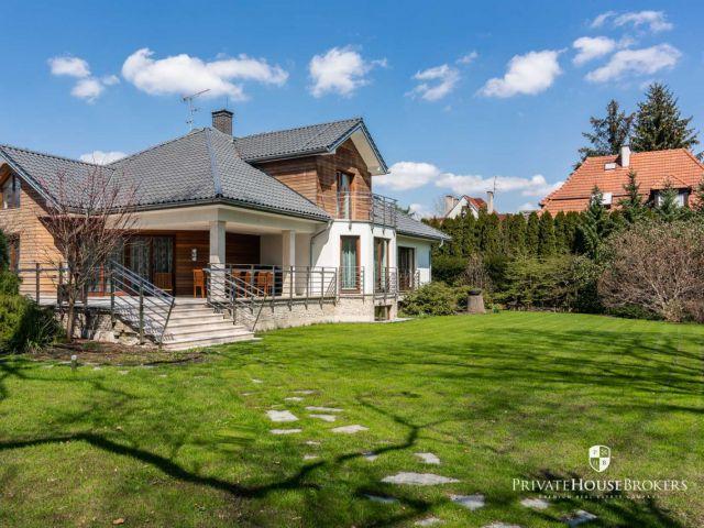 Luksusowa rezydencja 450m2 na pięknie zagospodarowanej działce 21,5 ara w centrum Woli Justowskiej