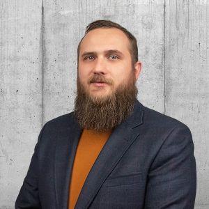 Adrian Sowa Starszy Specjalista ds. Sprzedaży i Wynajmu Nieruchomości