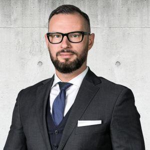 Bartosz Okrajek Specjalista ds. Sprzedaży i Wynajmu Nieruchomości