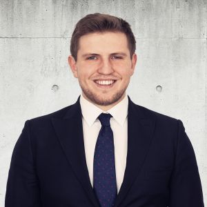 Bartosz Błach Specjalista ds. Sprzedaży i Wynajmu Nieruchomości / Real Estate Sales & Lettings Specialist