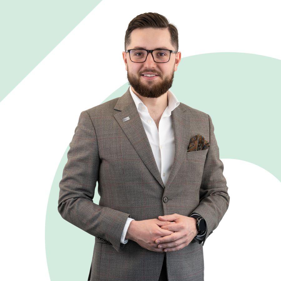 Jakub Pawluś Specjalista ds. Sprzedaży i Wynajmu Nieruchomości