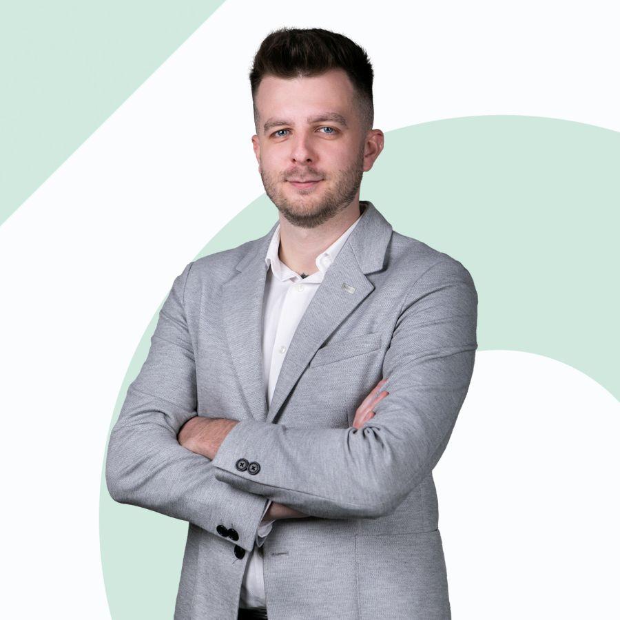 Iwo Gurdek Specjalista ds. Sprzedaży i Wynajmu Nieruchomości