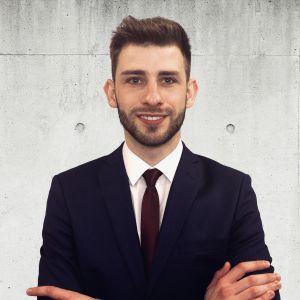 Łukasz Szagała Specjalista ds. Sprzedaży i Wynajmu Nieruchomości