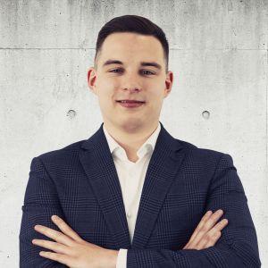 Kamil Flisowski Specjalista ds. Sprzedaży i Wynajmu Nieruchomości