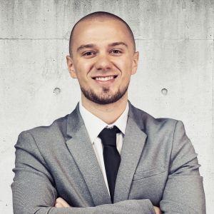 Yulian Kuts Specjalista ds. Sprzedaży i Wynajmu Nieruchomości