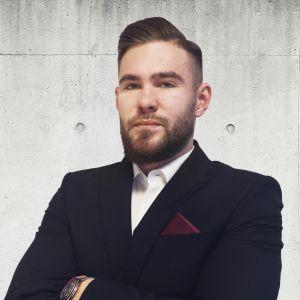 Jędrzej Betłakowski Specjalista ds. Sprzedaży i Wynajmu Nieruchomości